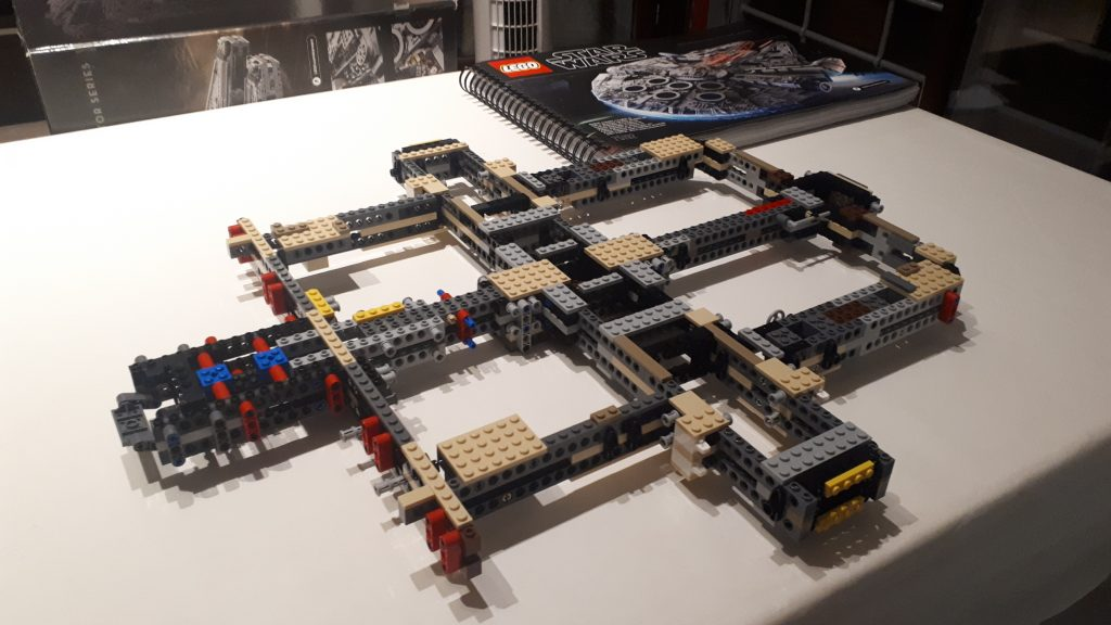 Il telaio del Lego Star Wars Millennium Falcon UCS