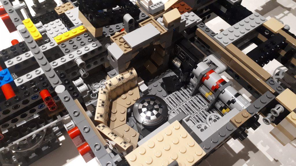 La sala interna del Millennium Falcon UCS