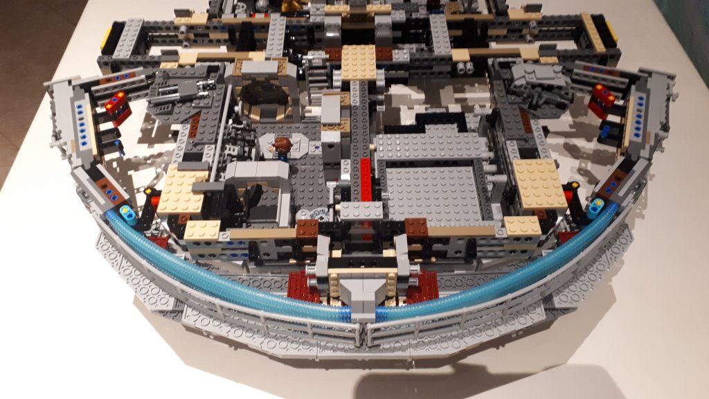Millennium Falcon UCS - parte posteriore