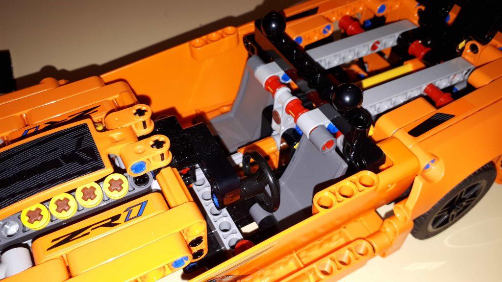 Lego Technic Chevrolet Corvette ZR1 - particolare dell'abitacolo