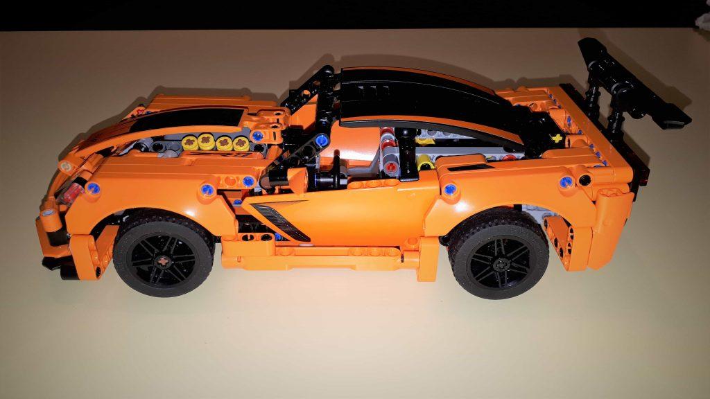 Lego Technic Chevrolet Corvette ZR1 - vista di profilo