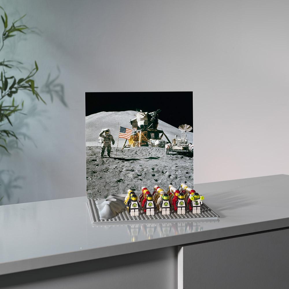 espositore minifigures astronauti con background