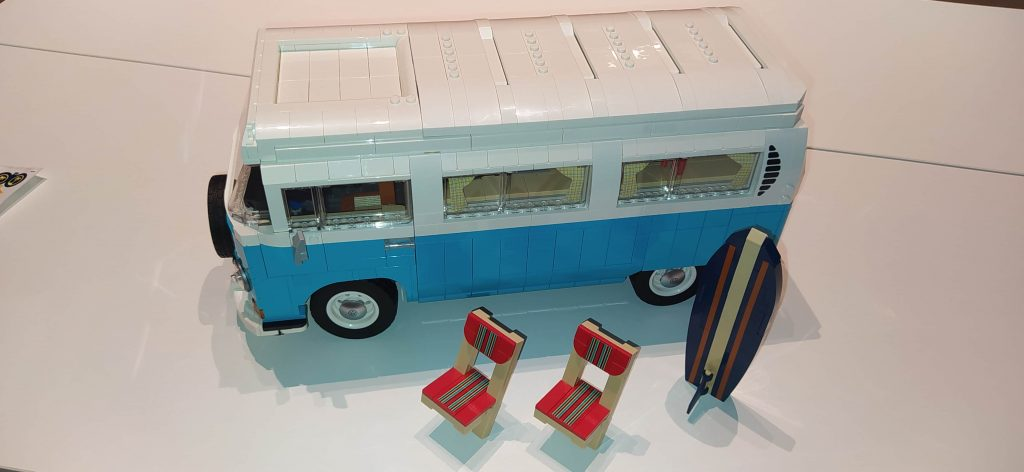 Lego Creator Camper van Volkswagen T2 completo con sedie e tavola da surf